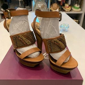 PELLA MODA LEATHER PLATFORM HEELS NWOB